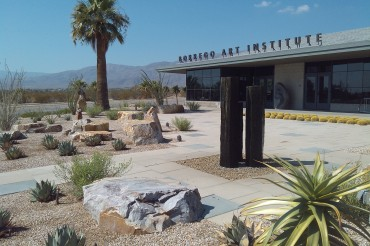 Borrego Springs: Clay and Glass Show